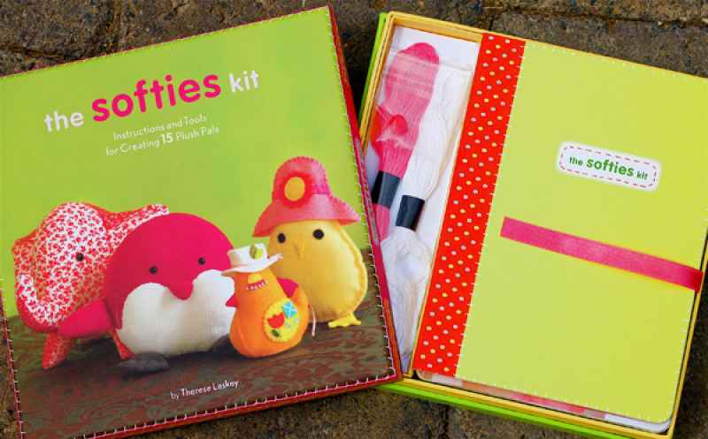 The softies kit : [instructions and tools for creating 15 plush pals]